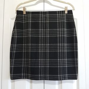 Short plaid pencil skirt